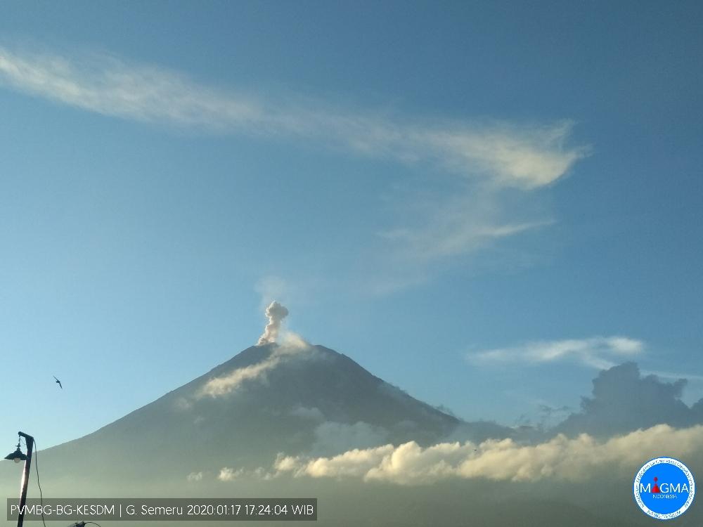 Letusan Gunung Api Semeru Jumat 17 Januari 2020